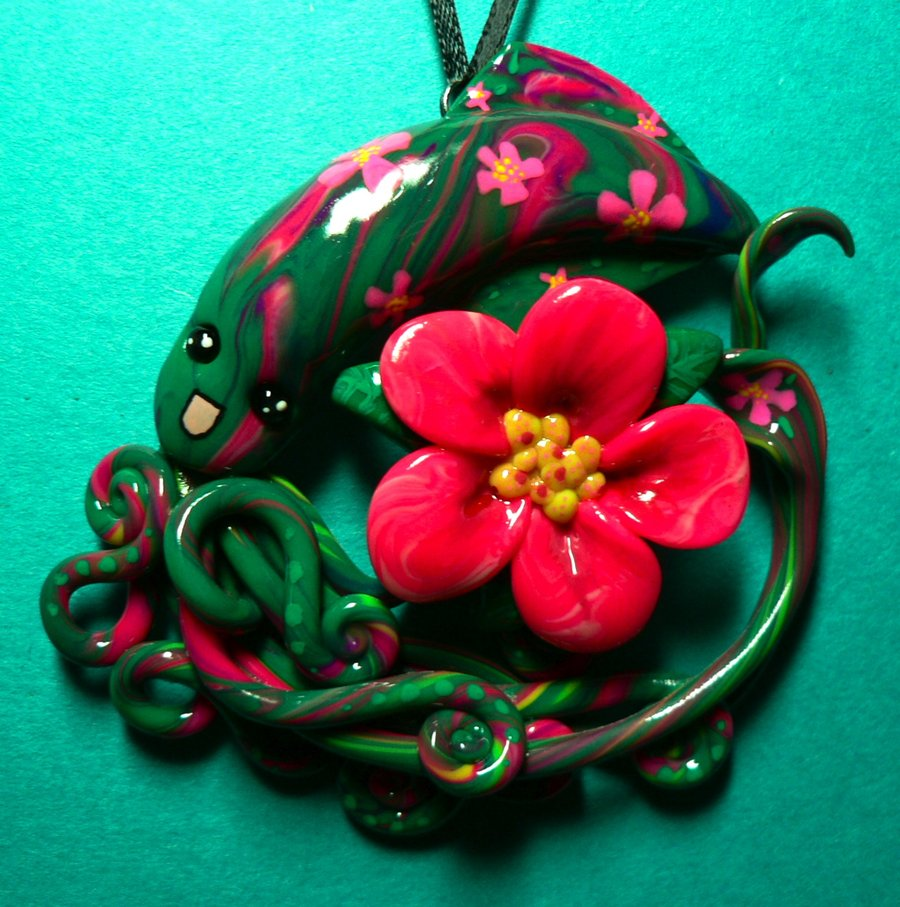 hibiscus_squid_necklace_by_blackmagdalena