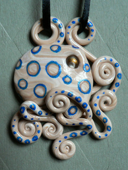 blue_ringed_octopus_necklace_by_blackmagdalena-d4gzfrv