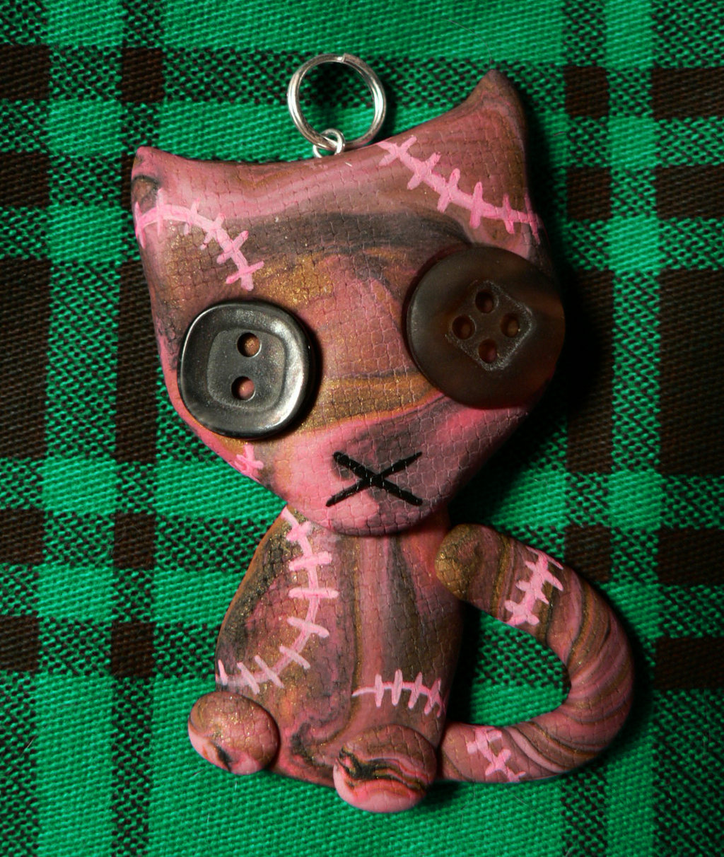 pink_stitchpunk_kitty_pendant_by_blackmagdalena-d62sxg6