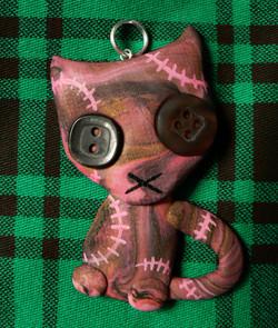 pink_stitchpunk_kitty_pendant_by_blackmagdalena-d62sxg6