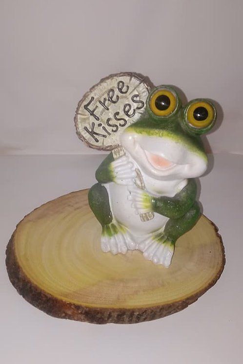 Free Kisses Frog Wood Centerpiece