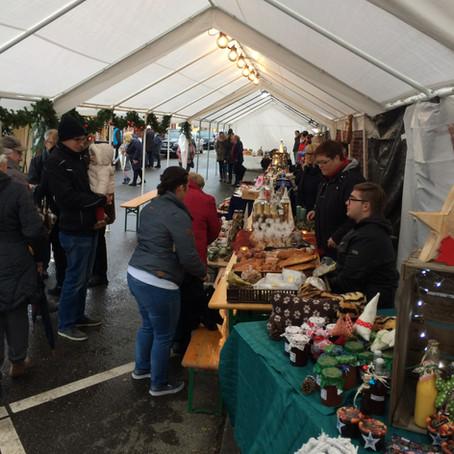 Der erste Adventsmarkt in Gillrath lockte viele Besucher an.