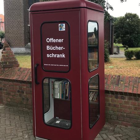 """Alte Telefonzelle dient als """"Offener Bücherschrank"""""""