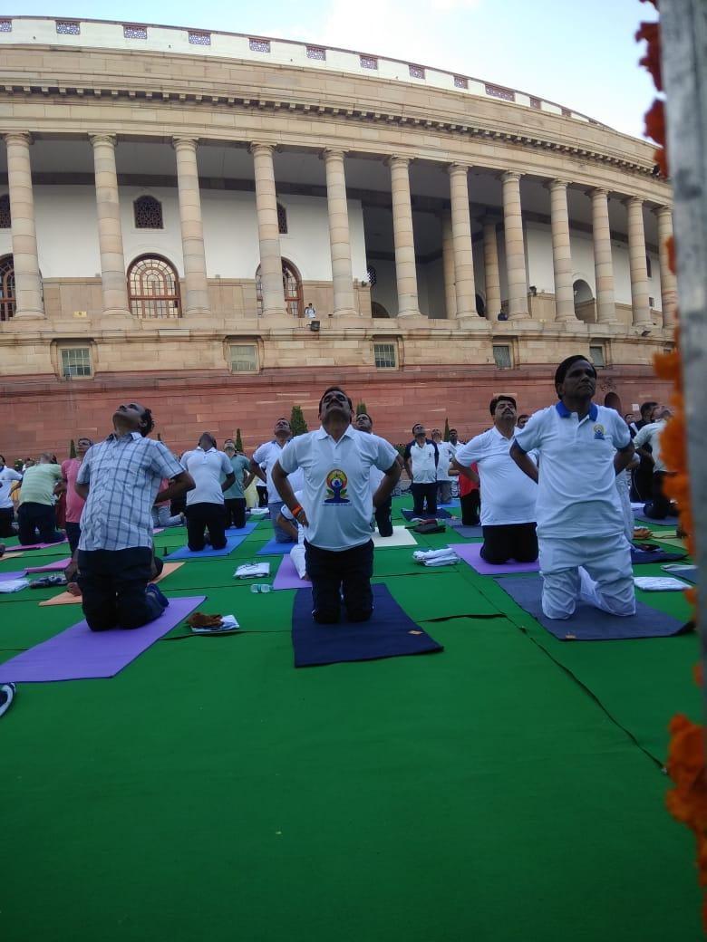 संसद भवन परिसर में योग दिवस के अवसर पर