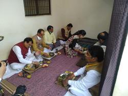प्रधानमंत्री आवास योजना के हितग्राही श्री राजेन्द्र श्रीवास जी के निवास पर भोजन..