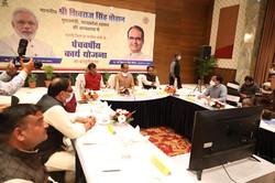कटनी जिले के नगरीय क्षेत्रों की पाँच वर्षीय कार्य योजना के प्रस्तुतिकरण हेतु आयोजित बैठक