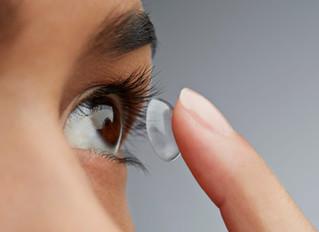 Noszenie soczewek kontaktowych to ryzyko rozprzestrzeniania się COVID-19