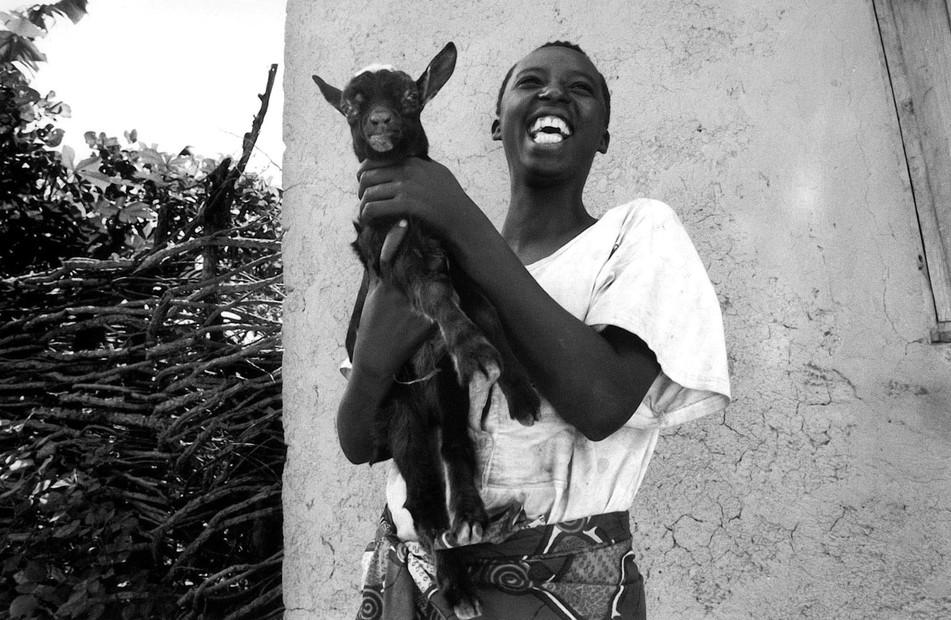 burundi_girlgoat.jpg