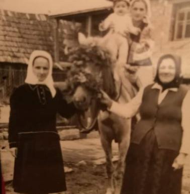 Femei care duceau în spate o întreagă lume. Cosma Nazarica (1934-2020)