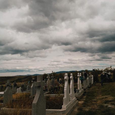 Despre fotografii pe monumente funerare
