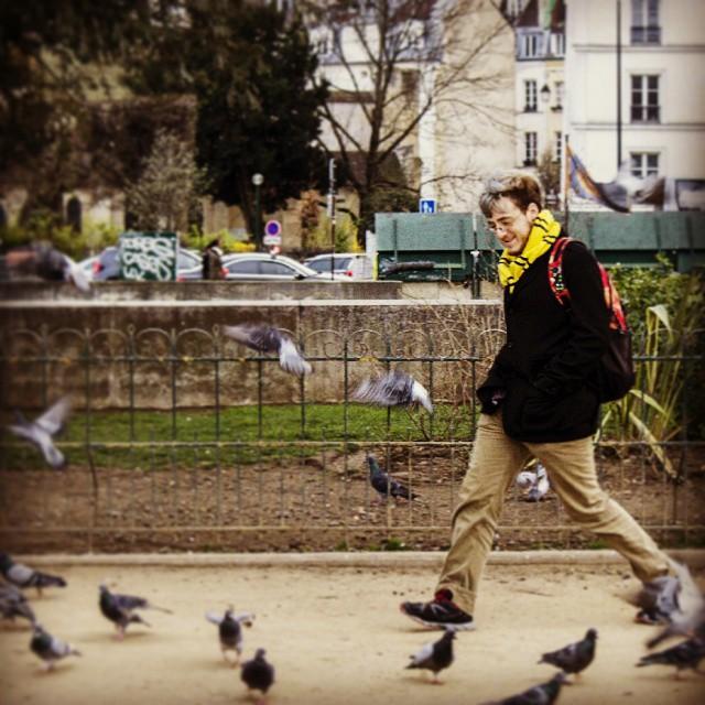 #pigeonsinparis #canon #canonphotography #paris #pigeons #candid