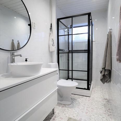 Bathroom shower cabinet.jpg