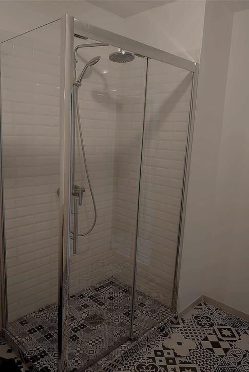 pose de paroi de douche