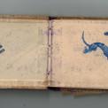 Carnet de croquis de Pierre où il associe son nom à la croix de Lorraine, symbole de la France Libre. Sur la page de droite, un dessin autographe d'Alain Saint-Ogan, célèbre dessinateur pour enfants, créateur de Zig et Puce, dont le style inspirera Hergé