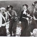 En attendant le succès au théâtre, pourquoi ne pas essayer de percer dans le cinéma ? Ici, un épisode de la Chouannerie : de gauche à droite, Herry Caouissin (breton pure souche), Pierre, Nicole (secrétaire de rédaction à Fripounet) et Jean-Marie.