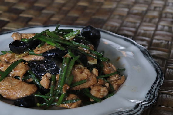 Chicken Stir-Fry with Black Fungus and Garlic Shoots