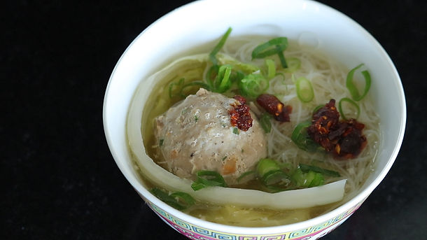Pork meatball with Chinese cabbage and vermicelli in clay pot