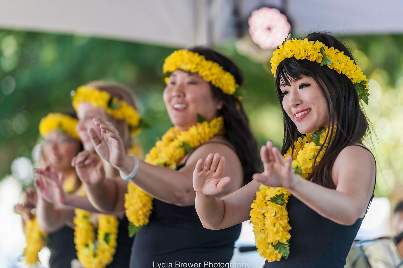 SunshineFromPolynesia-hula-dancers-yellow-flowers