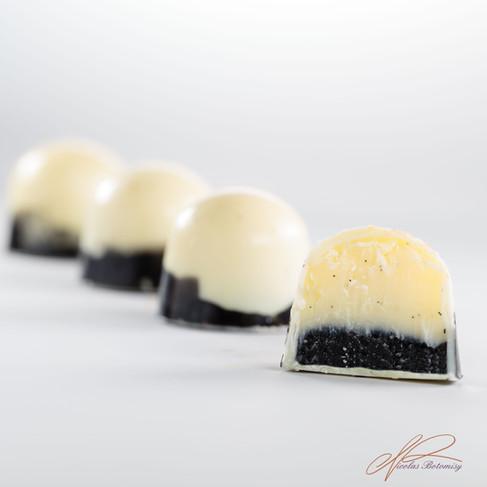 Black Sesame Opalys Vanilla molded bonbo