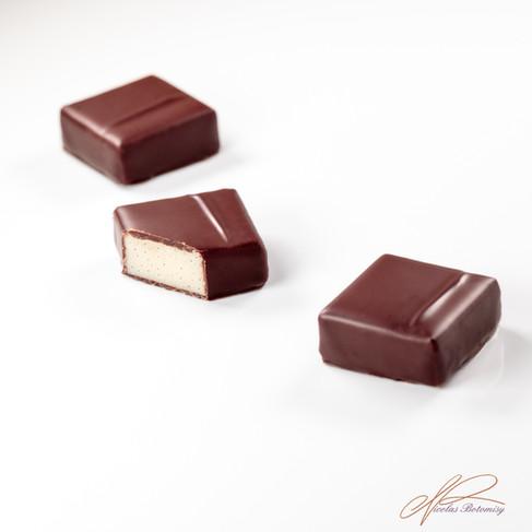 Bonbon Almond white chocolate vanilla.jp