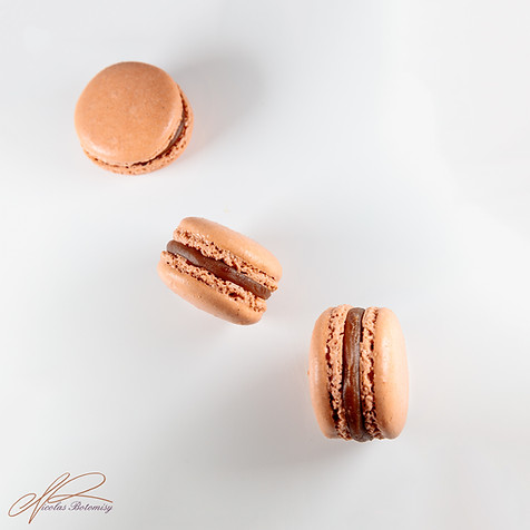 macaron chocolate caramel.jpg