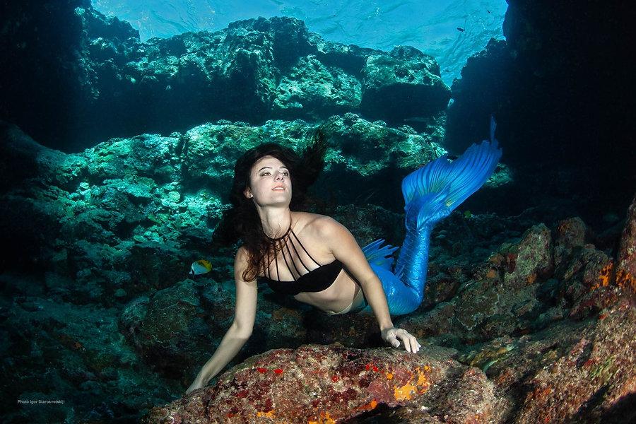 mermaiding%20in%20hawaii_edited.jpg