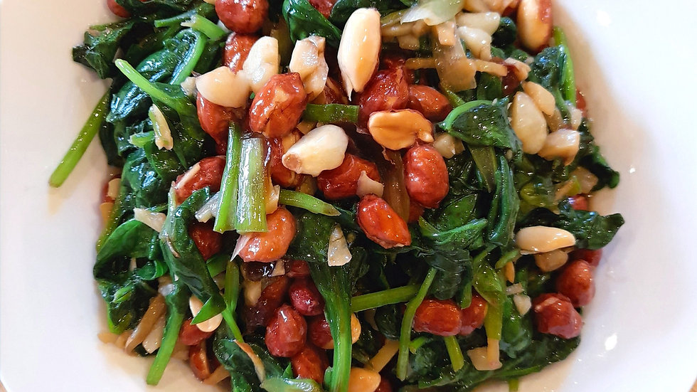 Spinach with peanuts and garlic