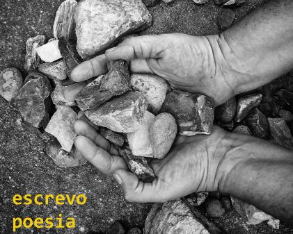 As palavras como pedras. O poema como caminho