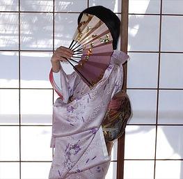 行儀作法が学べる他に、日本舞踊で身につく素晴らしいメリットがございます。