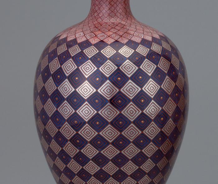 白金彩菱紋花瓶  巾17.5×高31.8