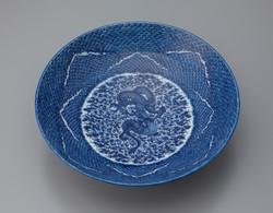「波龍紋鉢」