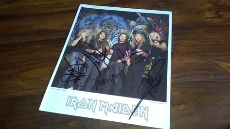 Iron Maiden - Valokuva nimikirjoituksilla
