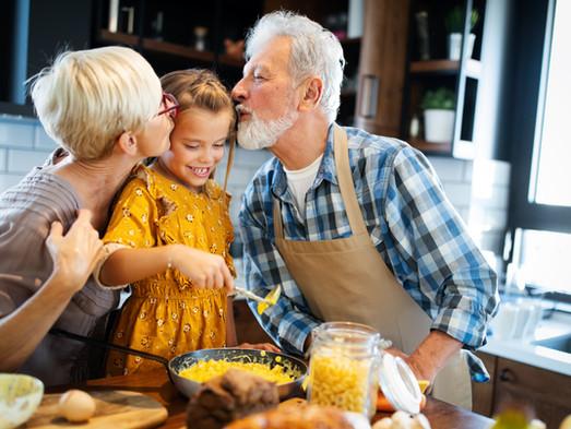 Los abuelos, cruciales en el desarrollo de sus nietos: solicitud de visitas en favor de éstos