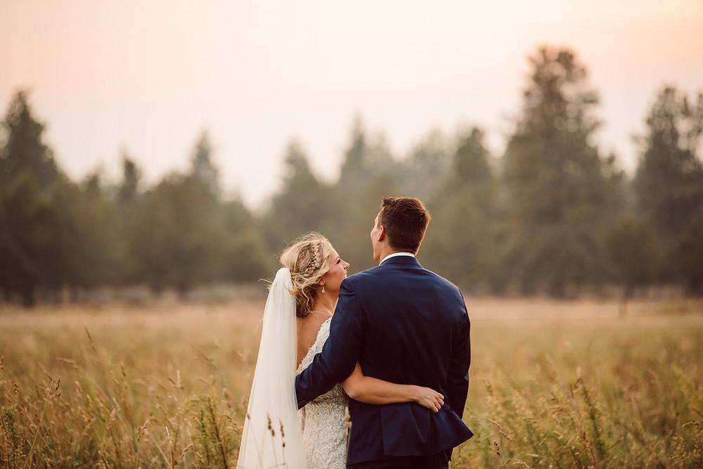 meadow, oregon, wedding, bride and groom,
