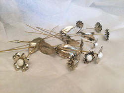 Ramo de flores en metal