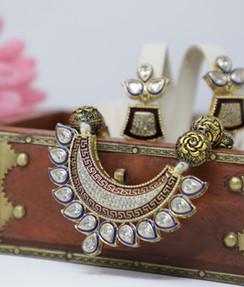 Elegant Kundan Artificial Jewelry Set