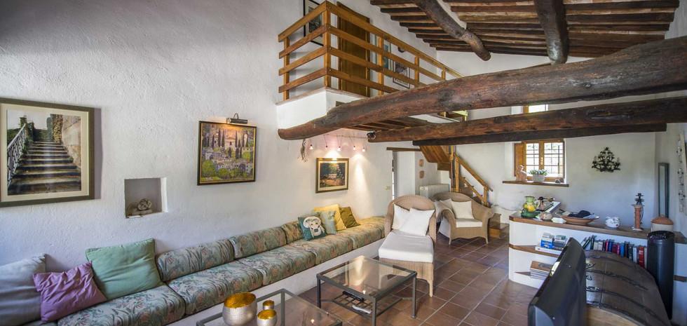 24-rustic-farmhouse-for-sale-umbria.jpg