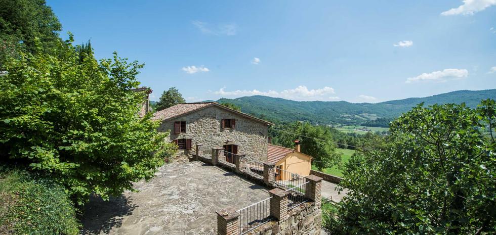 18-farmhouse-for-sale-citta-di-castello.