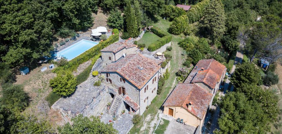 06-farmhouse-with-pool-for-sale-umbria.j