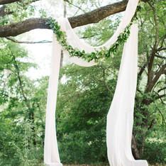 arco per matrimonio nel bosco