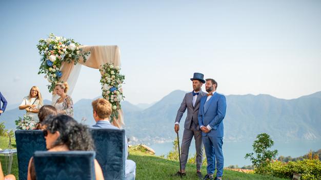 Villa Confalonieri:cerimonia in giardino  - arrivo della sposa