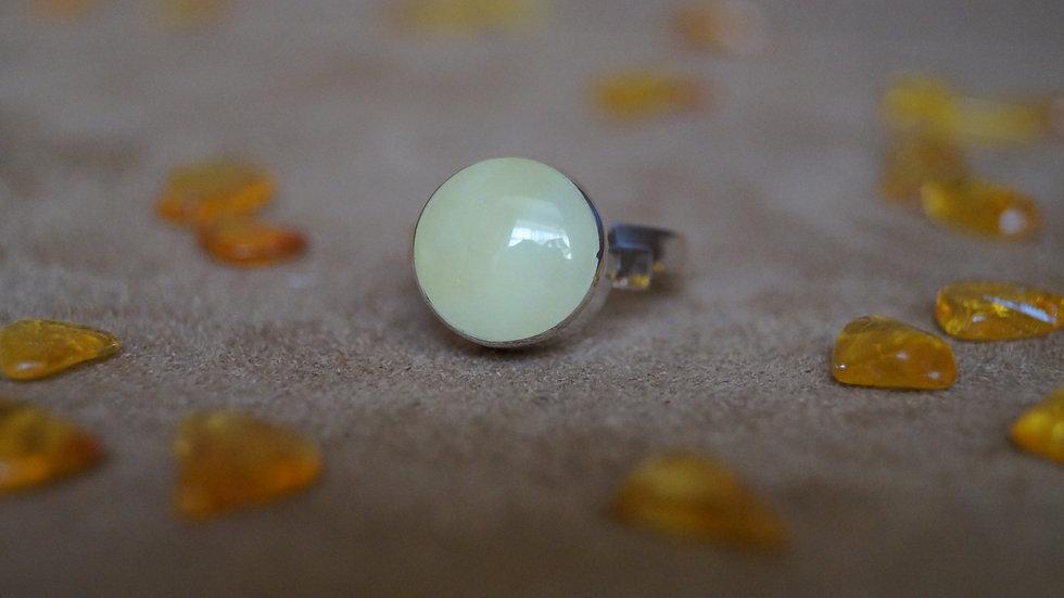 AmberModa Ring in Creamy Baltic Amber A312