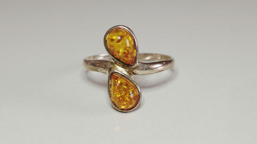 Amber ring A185