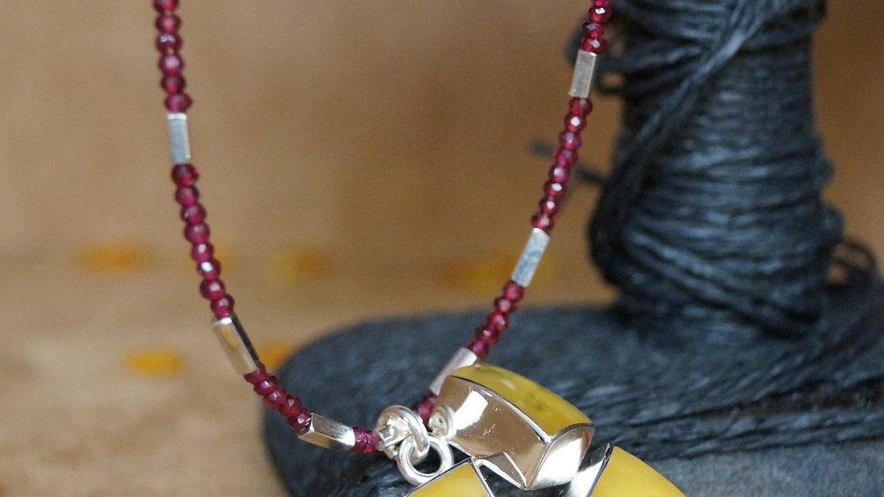 AmberModa Tri pendant of Butterscotch Necklace with garnets A311