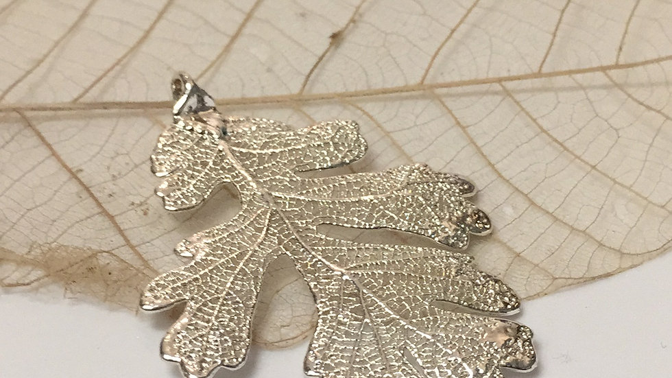 Forever Leaves 'OAK' necklace. SILVER A242