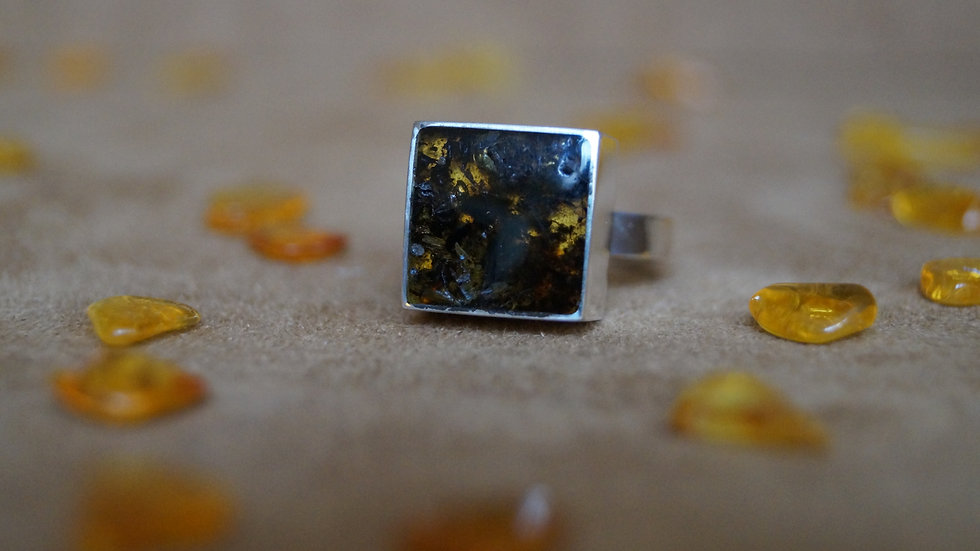Square AmberModa Ring Dark Green with gold inclusions A314