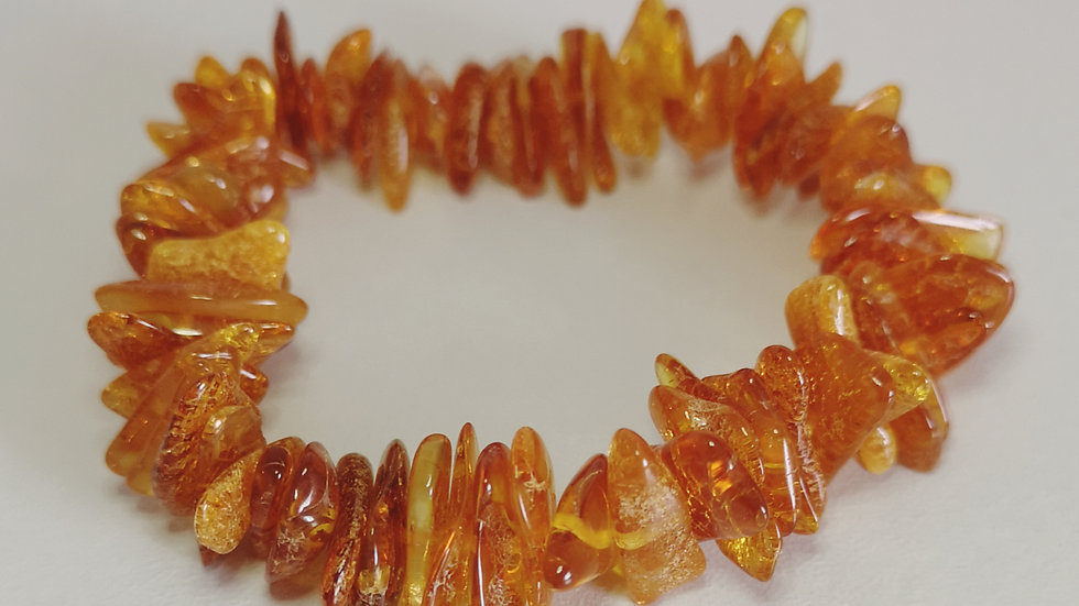 Adult chunky amber elasticated bracelet A191