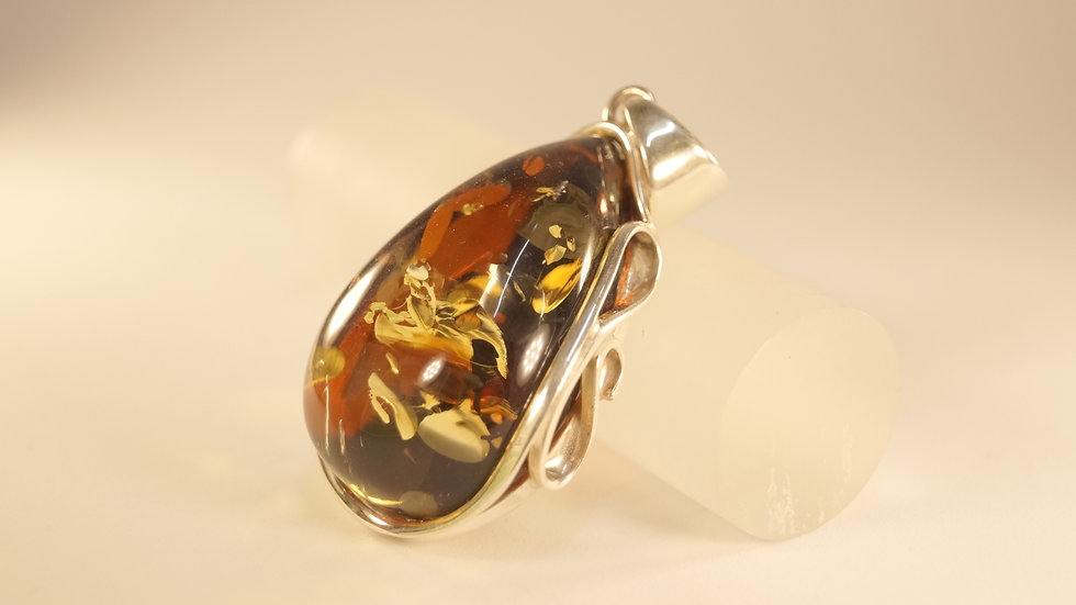 Detailed Amber Pendant A215