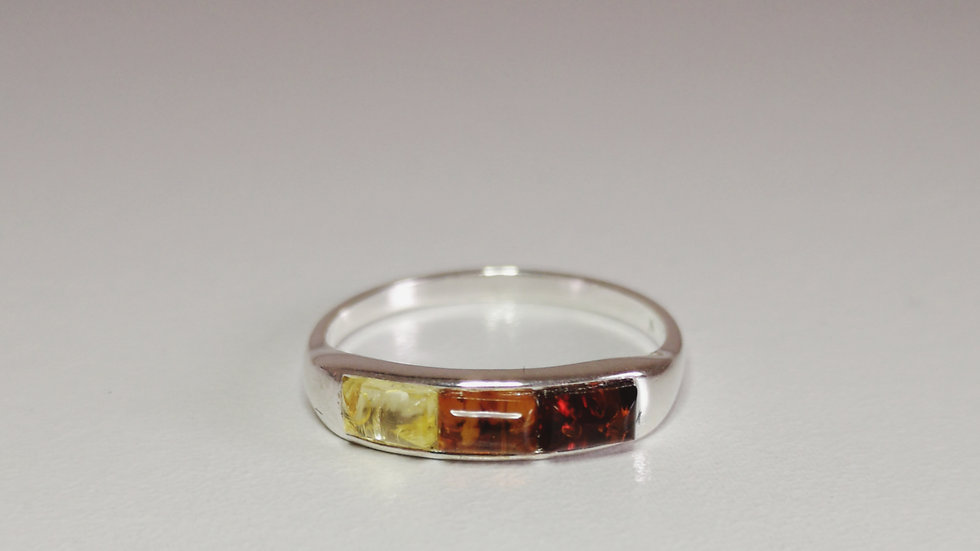 Tri coloured amber ring A172