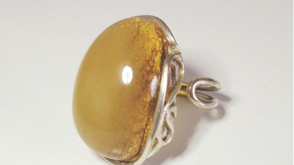 Detailed amber ring A138